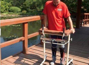 Паралізований чоловік зміг ходити після того, як йому в спину пересадили клітинки з носа