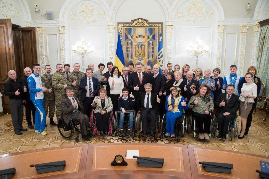 Колективна фотографія з Президентом України Петром Порошенко
