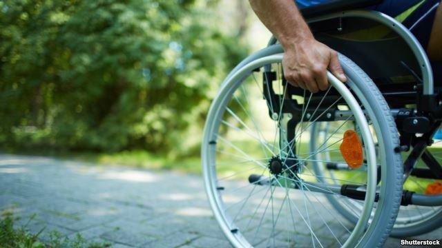 Люди з інвалідністю долають перешкоди на шляху до освіти