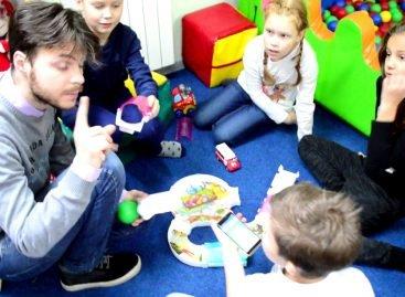 Протянуть звуки помощи: как украинцы дают неслышащим чувствовать музыку