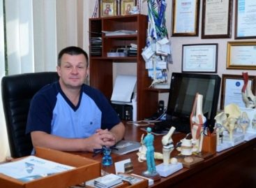 У Черкасах ортопед-травматолог безкоштовно оперує пацієнтів, які не в змозі платити, та сам шукає для них меценатів